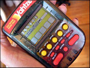 Handheld yahtzee (800x602)