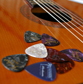 G_guitar_picks_4